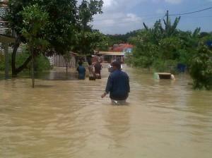 banjir-sampang1