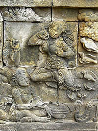 Relief bidadari di Borobudur (sumber foto)